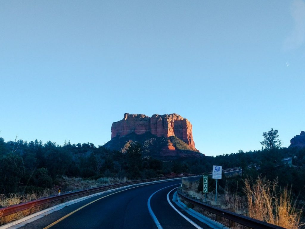 red-sandstone-mountain-arizona-sedona